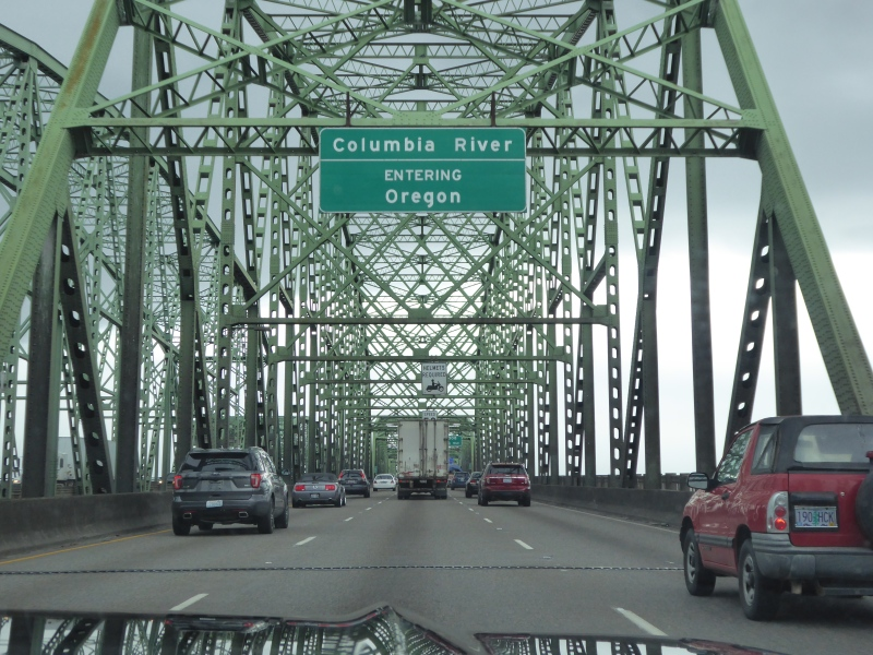 Sign on bridge over the Columbia River saying Entering Oregon